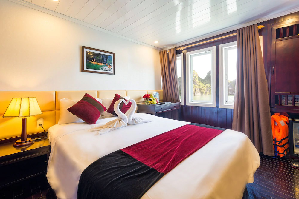 Paloma Cruise 2 Days 1 Night Deluxe Ocean View