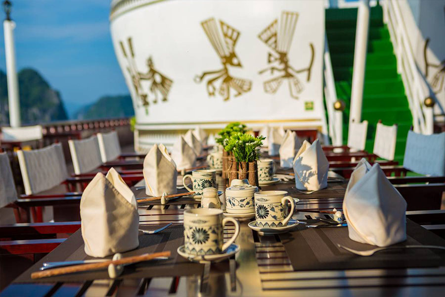 Dragon Legend Cruise 2 Days 1 Night Deluxe Cabin