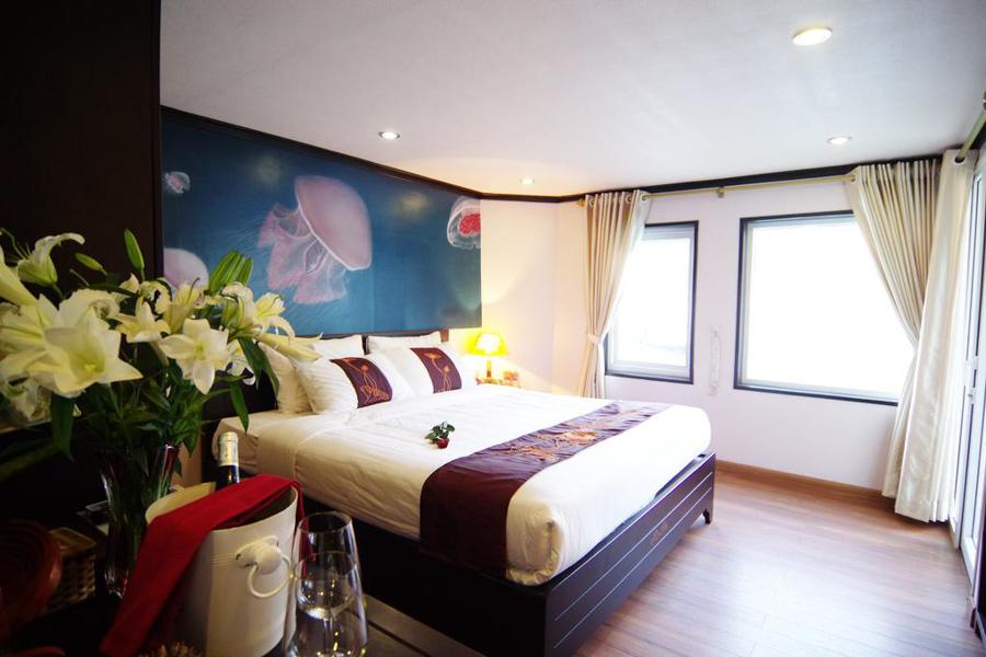 Sealife Cruise Halong Bay 2 Days 1 night Suite Balcony
