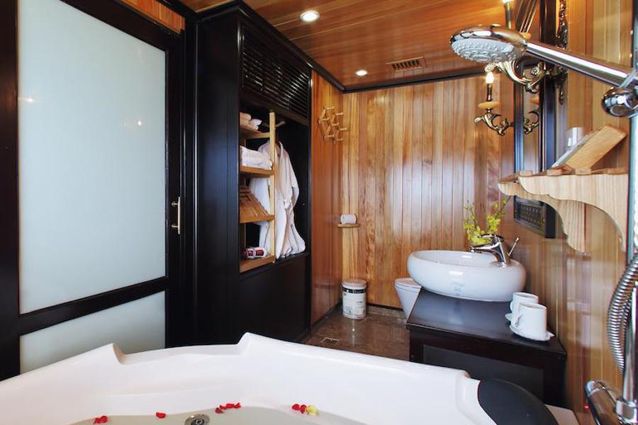 Starlight Cruise 2 Days 1 Night Deluxe Cabin