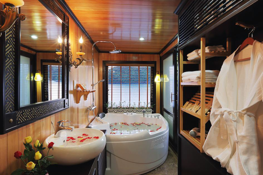 Starlight Cruise 3 Days 2 Nights Deluxe Cabin
