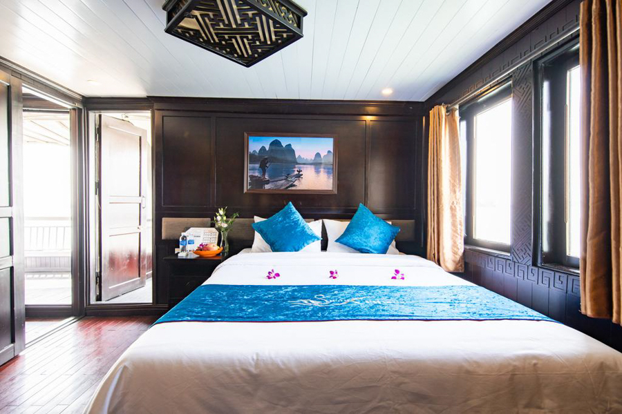 Bai Tu Long Bay Swan cruise 2 days Suite Balcony