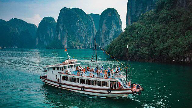 Shore excursions: Ha Long Bay group tour by boat