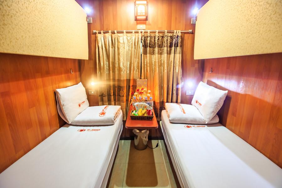 Hanoi Lao Cai ET-pumkin Express train