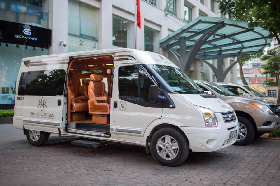 Limousine from Hanoi to Halong Bay