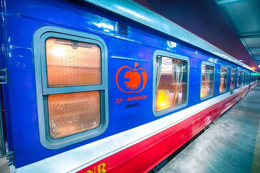 Lao Cai Hanoi train